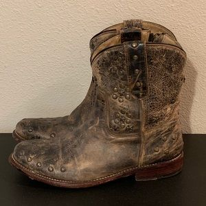 Gorgeous Bed Stu boots